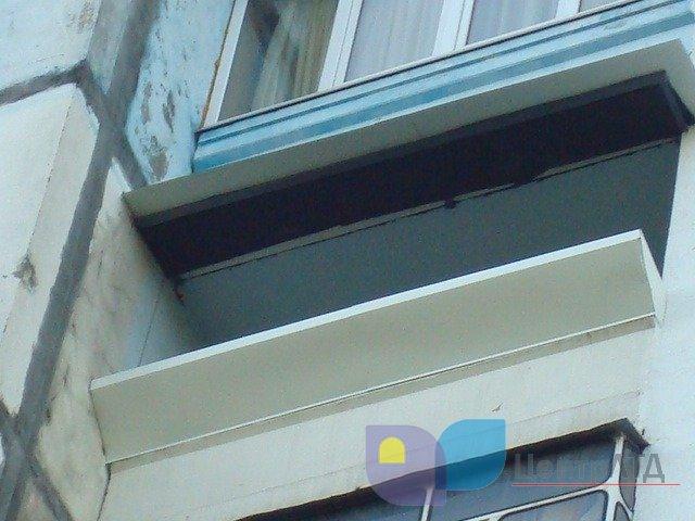 Застекленный балкон отливы фото.