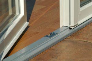 алюмінієвий поріг на балконні двері