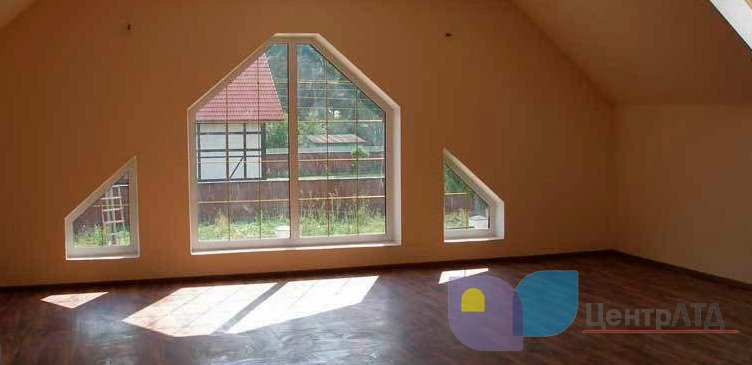 окно треугольное