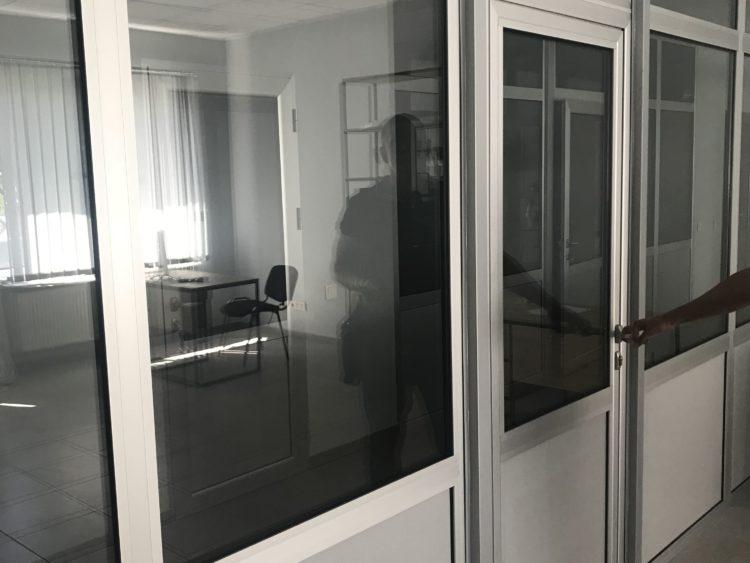 оконно-дверная перегородка