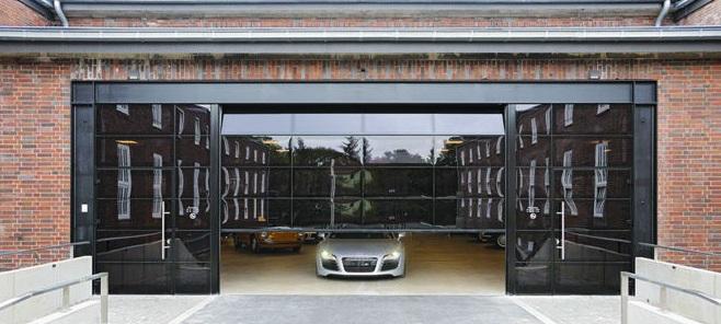гаражные секционные ворота стеклянные